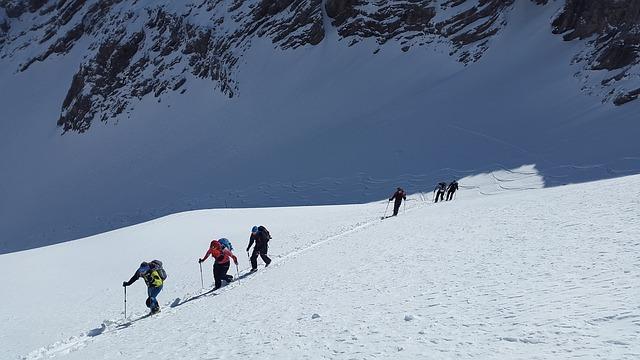 ski-mountaineering-1375016_640